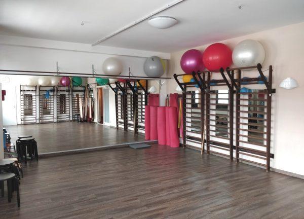 gymnastikraum-mit-spiegel