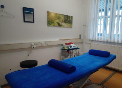 Physiotherapie Raum mit Liege